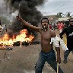 Douala_manifestant.jpg